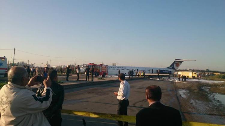 خروج هواپیمای شرکت هواپیمایی کاسپین از باند فرودگاه در ماهشهر /تصاویر