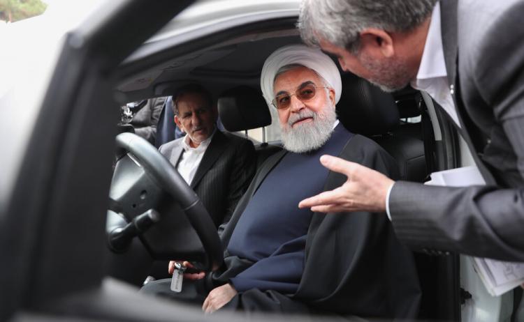 تصاویر حسن روحانی ,عکس های حسن روحانی,تصاویر حسن روحانی پشت فرمان خودرو جدید ملی