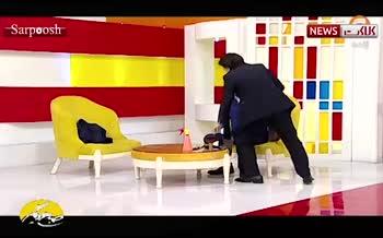 فیلم/ اصلاح موی سر مجری تلویزیونی روی آنتن زنده!