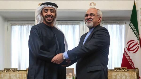 ظریف در تماس تلفنی وزیر امور خارجه امارات: شکست کرونا نیازمند عزم، همکاری و همیاری همه کشورهای جهان است
