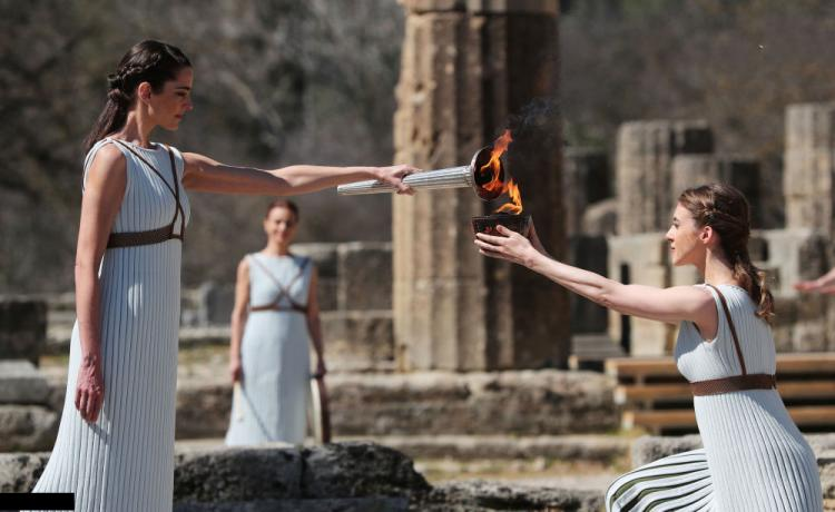 تصاویر مراسم روشن کردن مشعل المپیک,عکس های مراسم روشن کردن مشعل المپیک,تصاویر روشن شدن مشعل المپیک متاثر از کرونا