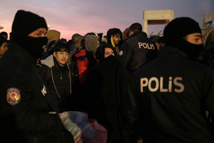 تصاویر درگیری مرزبانان یونان با پناهجویان,عکس های درگیری مرزبانان یونان با پناهجویان,تصاویر دستگیری نیروهای مرزی یونان
