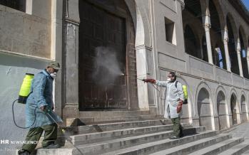 تصاویر ضد عفونی کردن مساجد تونس,عکس های ضد عفونی محل عبور نمازگزاران تونس,تصاویر پیشگیری از ویروس کرونا