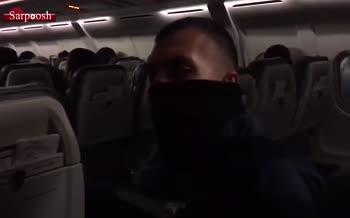 ترس و اضطراب در پرواز استقلال؛ روزبه چشمی: آقای خلیلیان این ویدیو را ببینید!