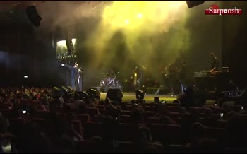 فیلم/ تقلید ضعیف آرش و مسیح از فردی مرکوری در کنسرتشان در جشنواره فجر