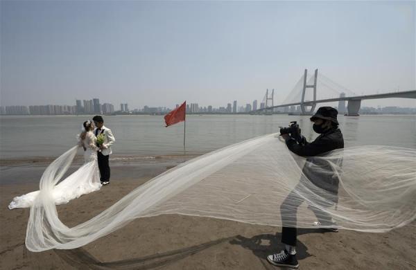 جشن عروسی در ووهان چین,اخبار جالب,خبرهای جالب,خواندنی ها و دیدنی ها