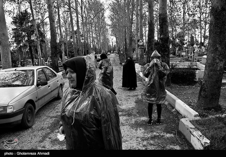 تصاویر آرامستان بهشهر در روزهای شیوع کرونا,عکس های آرامستان بهشهر,تصاویری از خاکسپاری غریبانه جانباختگان کرونا در بهشهر