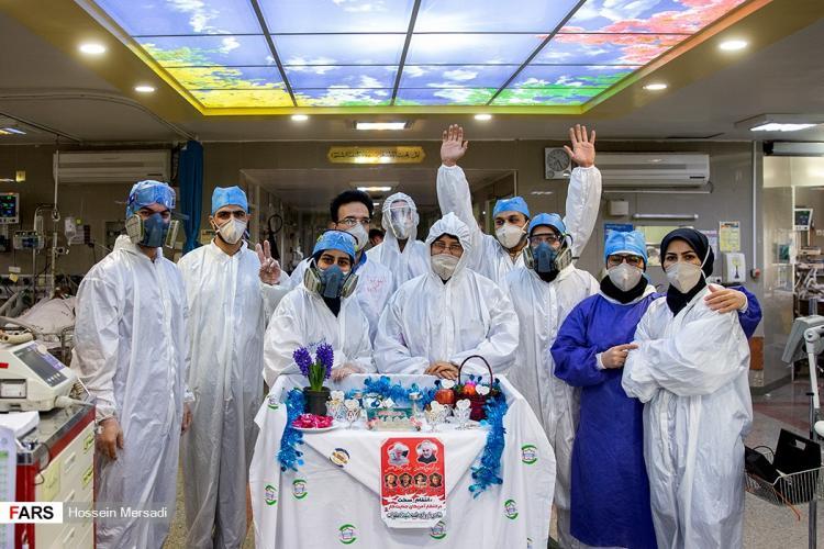 تصاویر تحویل سال نو در بخش کرونای بیمارستان بقیه الله,عکس تحویل سال دربیمارستان بقیه الله,عکس های تحویل سال 99 در بیمارستان بقیه الله