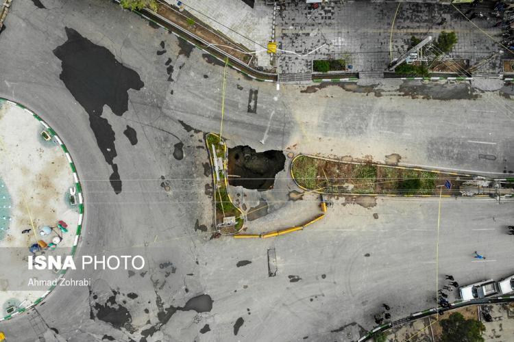 تصاویر نشست زمین در قم,عکس های نشست زمین در قم,تصاویر ایجاد یک گودال در یک خیابان قم