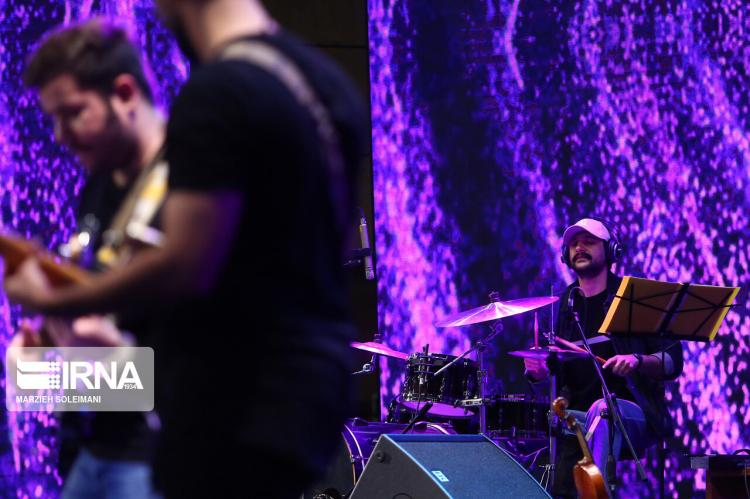 تصاویر کنسرت انلاین سینا سرلک,عکس های سینا سرلک,تصاویر کنسرت های انلاین در ایران