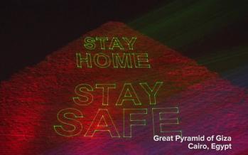 شعار در خانه بمانیم در اهرام مصر,اخبار جالب,خبرهای جالب,خواندنی ها و دیدنی ها
