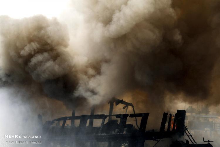 تصاویر حریق دو شناور در اسکله صیادی بندرعباس,عکس های آتش گرفتن اسکله صیادی بندرعباس,تصاویر آتش سوزی در اسکله صیادی بندرعباس