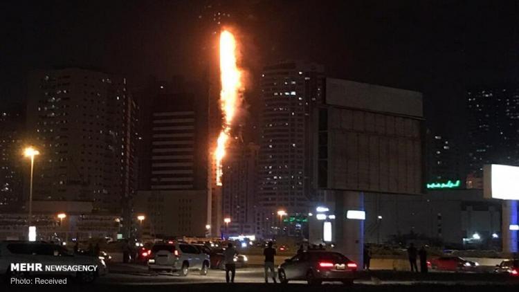 تصاویر آتش سوزی یک برج مسکونی در شارجه امارات,عکس های آتش سوزی یک برج مسکونی در امارات,تصاویر آتش گرفتن برج مسکونی در شارجه