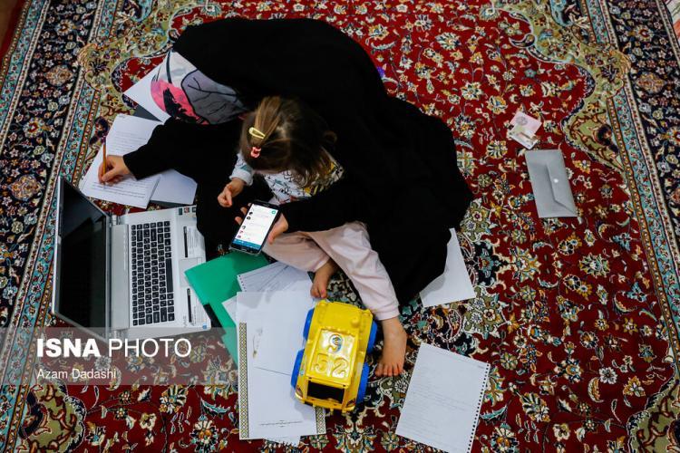 تصاویر آموزش مجازی معلمان,عکس های آموزش با گوشی توسط معلمان,تصاویر وضعیت معلمان در روزهای کرونایی