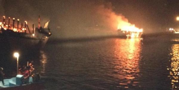 ۷ لنج صیادی در بندرکنگ طعمه حریق شدند/ علت آتش سوزی اتصال برق بود