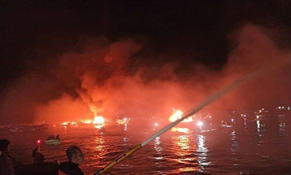 آتش گرفتن لنج های صیادی در بندرکنگ,اخبار حوادث,خبرهای حوادث,حوادث