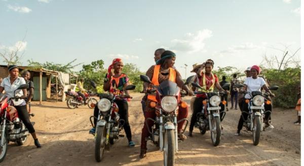 زنان موتورسوارزیمبابوه,اخبار جالب,خبرهای جالب,خواندنی ها و دیدنی ها