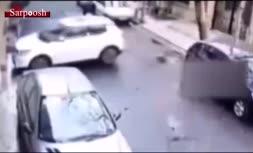 فیلم/ زورگیری با قمه آن هم در روز روشن از یک راننده زن!