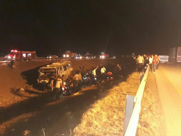 واژگونی اتوبوس در جاده نیشابور- مشهد/ ۳۳ کشته و زخمی