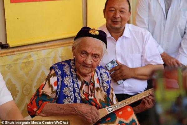 جشن تولد پیرترین فرد دنیا,اخبار جالب,خبرهای جالب,خواندنی ها و دیدنی ها