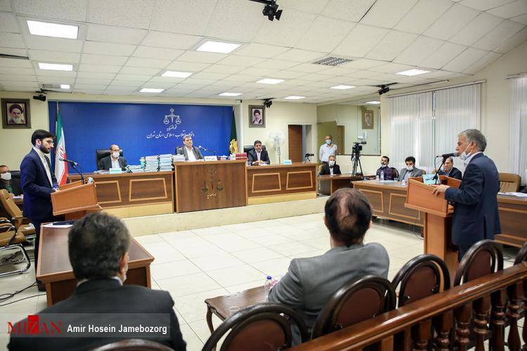 تصاویر پنجمین جلسه رسیدگی به اتهامات عباس ایروانی,عکس های دادگاه عباس ایروانی,تصاویری از جلسه پنجم دادگاه عباس ایروانی