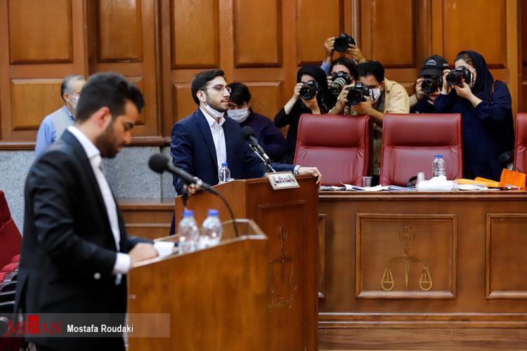 تصاویر اولین جلسه دادگاه برخی از مدیران سابق بانک مرکزی,عکس دادگاه مدیران سابق بانک مرکزی,تصاویری از کیف اعجاب انگیز رشوههای میلیاردی بدهکاران ارزی