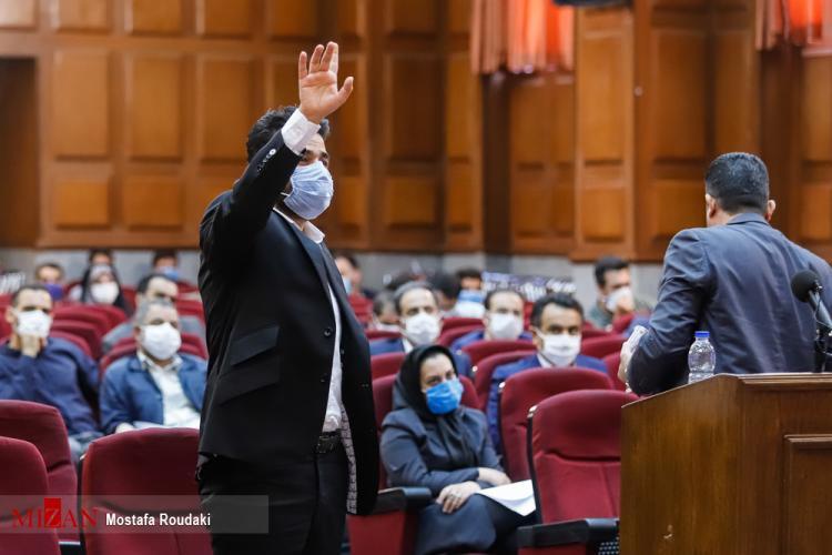 تصاویر دومین جلسه دادگاه برخی از مدیران سابق بانک مرکزی,عکس دادگاه مدیران سابق بانک مرکزی,تصاویری از کیف اعجاب انگیز رشوههای میلیاردی بدهکاران ارزی