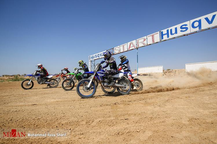 تصاویر مسابقات موتور کراس در اصفهان,عکس های مسابقه موتور کراس,تصاویر مسابقات موتور کراس