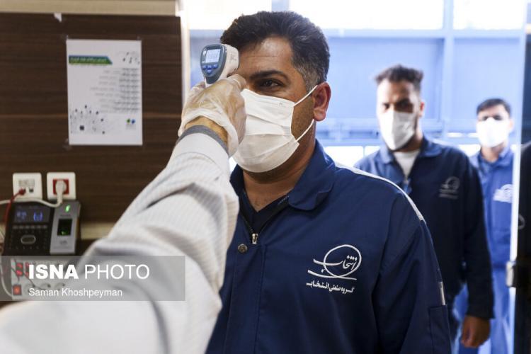 تصاویر کارگران در کارخانه,عکس های کار در شرایط کرونایی,عکس های کار کردن کارگران در روزهای کرونایی