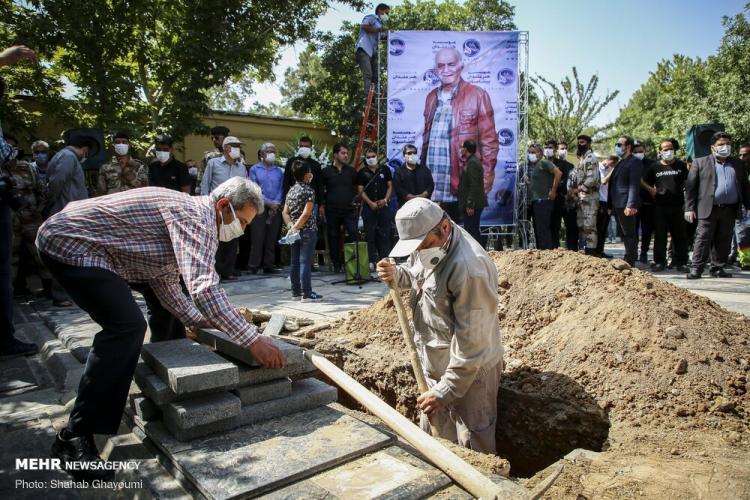 تصاویر مراسم خاکسپاری سیروس گرجستانی,عکس های تشییع پیکر سیروس گرجستانی,تصاویر هنرمندان در مراسم خاکسپاری سیروس گرجستانی