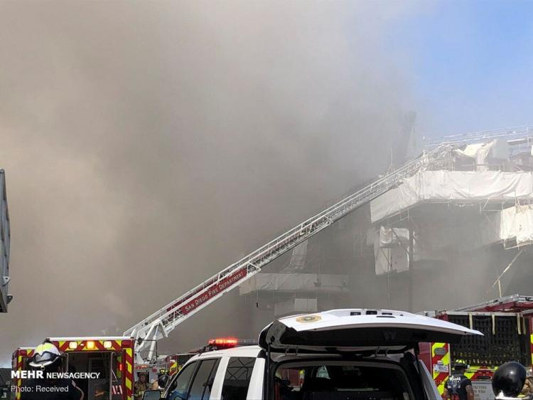 تصاویر انفجار و آتش سوزی یک فروند ناو جنگی آمریکا,عکس های انفجار در فروند ناو جنگی آمریکا,تصاویری از آتش سوزی ناو جنگی آمریکا