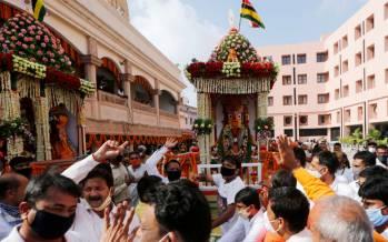 تصاویر جشنواره ارابه زیر سایه کرونا در هند,عکس های جشنواره هندی به اسم ارابه,عکس های جشنواره هندی ارابه