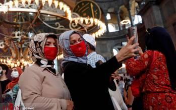 تصاویر اولین نماز جمعه در مسجد ایا صوفیه,عکس های مسجد ایا صوفیه,تصاویر نماز خواندن در مسجد ایا صوفیه