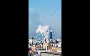 فیلم/ برخورد شی ناشناس قبل از انفجار مهیب بیروت