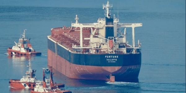 خلع پرچم ۴ نفتکش به دلیل نقض تحریمهای ایران