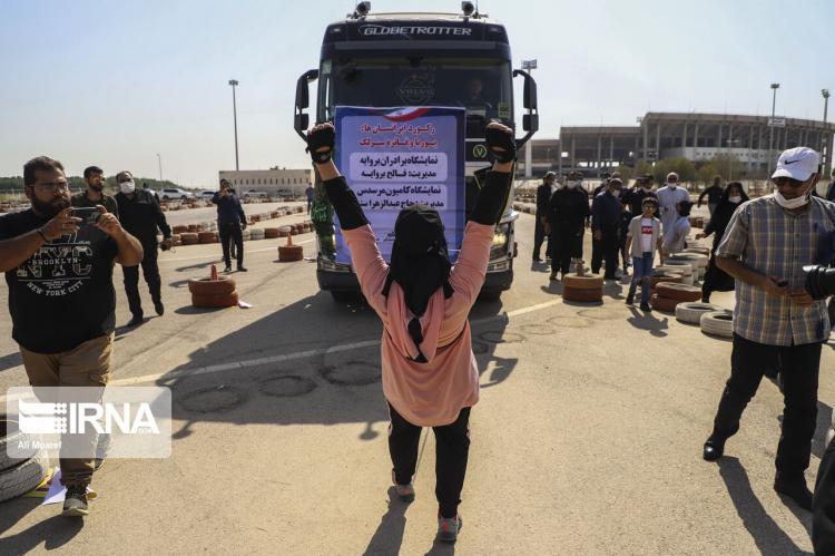 تصاویر ثبت رکورد جهانی جابجایی کامیون با دندان توسط خواهر و برادر خوزستانی,عکس های کشیدن کامیون توسط خواهر و برادر خوزستانی,تصاویر کشیدن کامیون توسط فائزه و پوریا سرلک