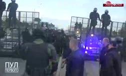 فیلم/ لوکاشنکوی اسلحه به دست معترضان بلاروس را تهدید کرد: حسابشان را می رسیم