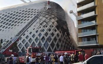 تصاویر آتشسوزی در ساختمان مشهور منطقه تجاری بیروت,عکس های آتش سوزی در بیروت,تصاویر آتش سوزی در ساختمان تجاری بیروت