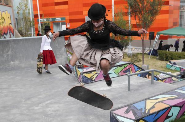 اسکیت بازی با دامن در بولیوی,اخبار جالب,خبرهای جالب,خواندنی ها و دیدنی ها
