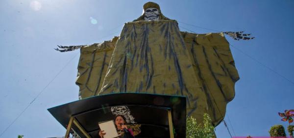 روش عجیب مقابله با کرونا در مکزیک/ تصاویر