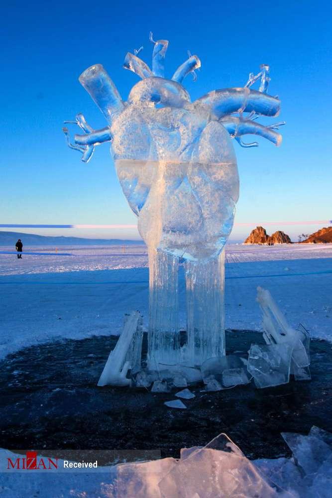 تصاویر مجسمههای یخی در دریاچه بایکال,عکس های مجسمه یخی در بایکال,تصاویر مردم دریاچه بایکال