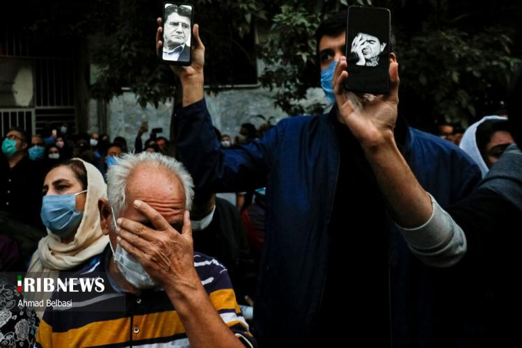 تصاویر وداع با استاد محمدرضا شجریان مقابل بیمارستان جم,عکس های طرفداران محمدرضا شجریان,تصاویر طرفداران شجریان مقابل بیمارستان جم