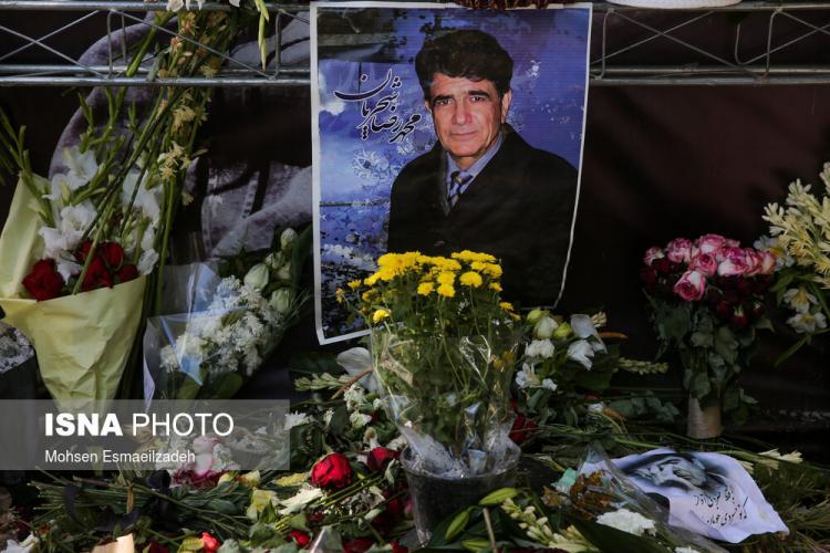 تصاویر مزار شجریان,عکس هایی از مردم بر سر مزار محمدرضا شجریان,تصاویر مزار شجریان در توس