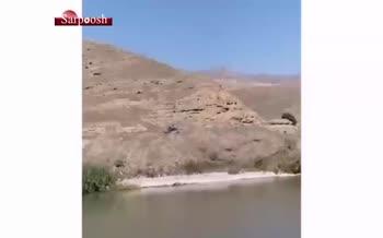 فیلم/ ارتش آذربایجان درحال پیشروی و تشویق ایرانیها لب مرز!