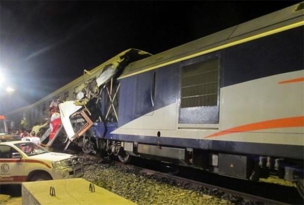 برخورد دو قطار مسافری و باری در راه آهن قزوین/ ۲۰ نفر مصدوم شدند