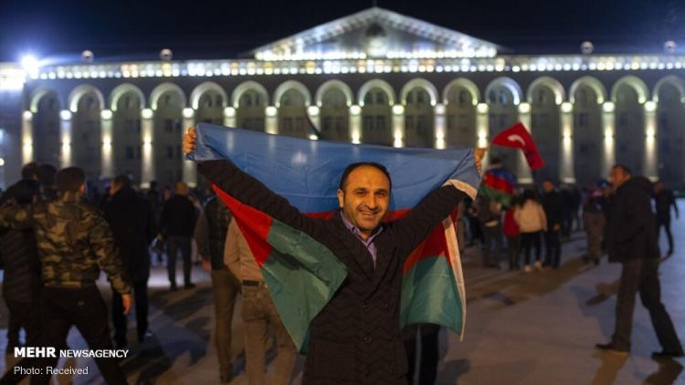 تصاویر شادی مردم آذربایجان پس از اعلام آتش بس,عکس های قره باغ پس از اعلام آتش بس,تصاویری از مردم پس از خبر آتش بس آذربایجان و ارمنستان