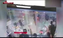 فیلم/ حمله وحشیانه اوباش با قمه به یک پاساژ در گلستان