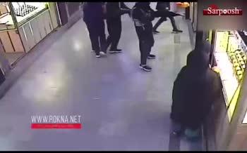 فیلم/ لحظه سرقت مسلحانه مردان سیاهپوش از پاساژ طلای سراوان