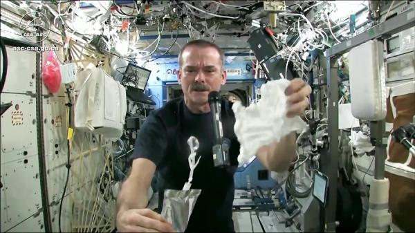 لباس شستن در فضا