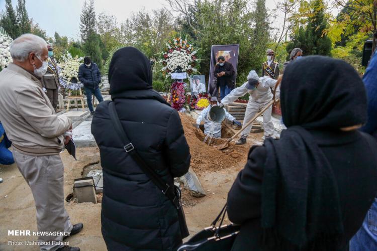 تصاویر مراسم خاکسپاری پیکر مرحوم کامبوزیا پرتوی,عکس های تشییع پیکر کامبوزیا پرتوی,تصاویر مراسم تشییع جنازه کامبوزیا پرتوی